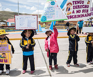 Children protesting in Peru