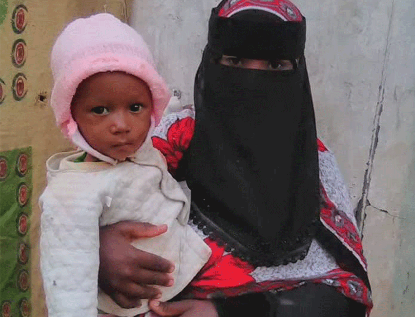 Woman in Yemen holds her daughter after receiving treatment
