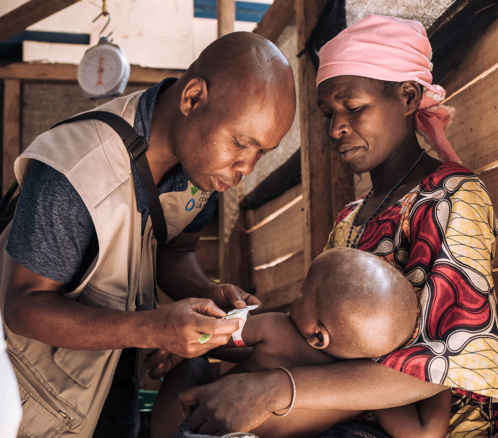 Clovis Fikirirni, assistant to the head of ACF Nutrition / Health programs, checks the MUAC of David Wauba, 27 months old, suffering from severe acute malnutrition in the DRC