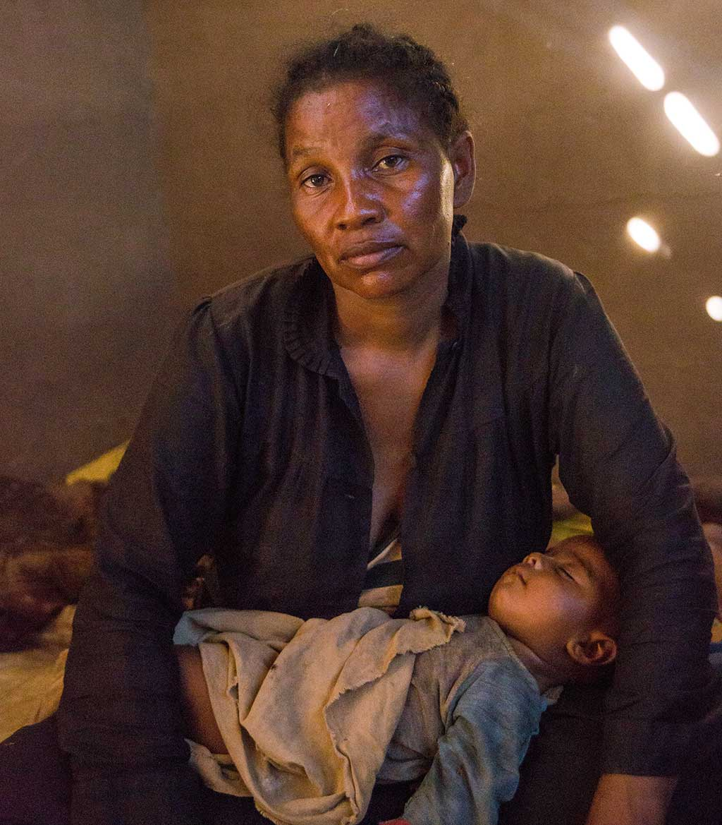 Tsiharatie, a mother from Madagascar affected by the climate crisis.